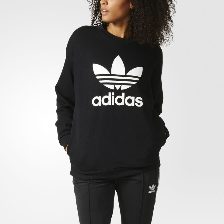 Lounge comfortably in a look that never goes out of style. In soft French terry, this sweatshirt for women has a relaxed boyfriend fit. Side pockets accommodate your keys, and a big Trefoil logo front and centre captures adidas Originals spirit.