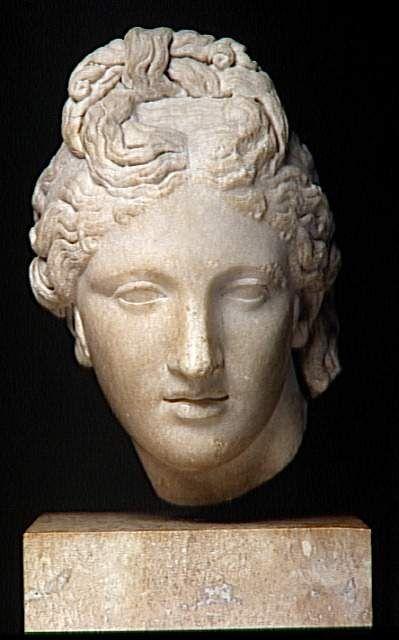 Tête d'Aphrodite type du Capitole Grèce antique (période) - période hellénistique (323-31 av J.-C.)