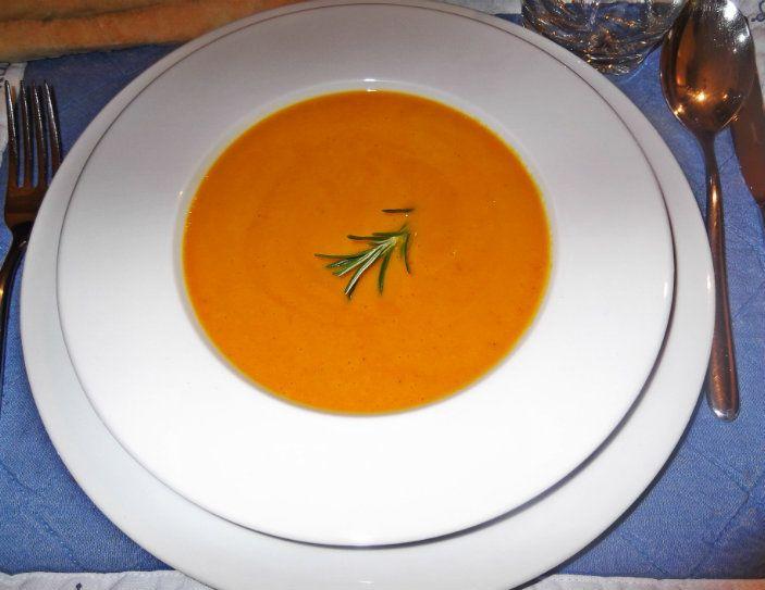 Vellutata di #zucca Una gustosissima proposta di stagione, una #ricetta classica, un #piatto semplice e veloce da realizzare. http://giomarifantasieincucina.it/recipe/vellutata-di-zucca/