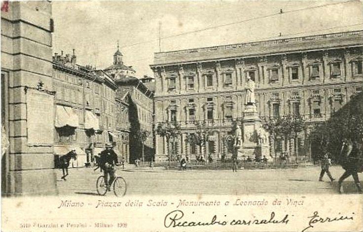Piazza della Scala tra il 1872 (rifacimento facciata di Palazzo Marino) e il 1906 (demolizione di San Giovanni alle Case Rotte per la costrizione del palazzo della Comit | da Milàn l'era inscì