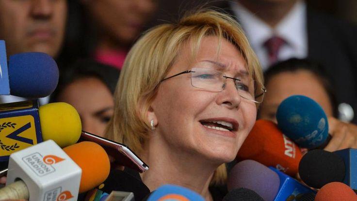 El enfrentamiento entre la fiscal general de Venezuela, Luisa Ortega Díaz, y el Ejecutivo de Nicolás Maduro se recrudece a pasos agigantados. La jefa del Ministerio Público, una antigua aliada del proceso bolivariano,   #LUISA ORTEGA #MADURO