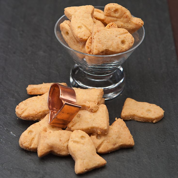 Gluten-Free Cheesy Mini Goldfish Crackers...I have been craving cheesy crackers for months!