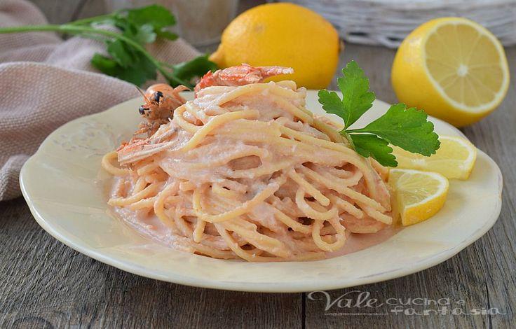 Spaghetti con crema di scampi e limone, PRIMO PIATTO DI PESCE FACILE E VELOCE, profumatissimo e delicato, primo piatto con gli scampi veloce