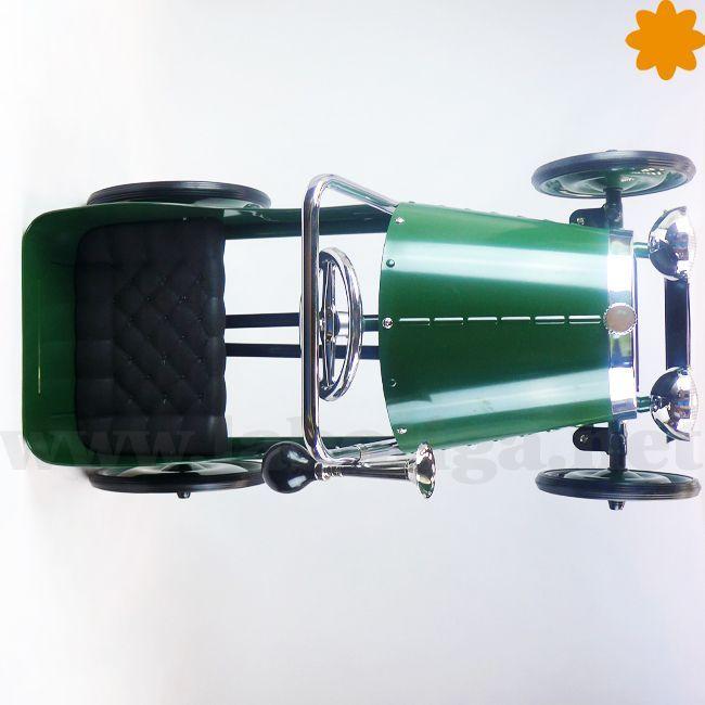 Ideal juguete para niños. Te presentamos el <strong>coche verde con pedales</strong>. Este fantástico producto, es una reproducción a escala pequeña del típico coche de medianos del siglo XX. Este coche tiene un <strong>estilo clásico, con mucha elegancia</strong>. Tiene un tono verde brillante. Contiene acabados de plástico y goma, per esta prácticamente <strong>realizado en metal</strong>. Ya puedes adquirir on-line este fantástico coche ve...