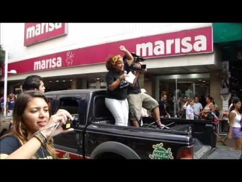 """ComCausa no Sexto Circuito Mix FAMA #ComCausa  A ComCausa participou, no dia 7 de maio de 2011, do Cortejo Cultural que passou pelo Calçadão de Nova Iguaçu. Os participantes, com faixas nas mãos, cartazes, maquiagens no rosto, figurinos, difundiram um ideal inflamando em seus corações: """"aproximar a arte ao grande público"""".   O lançamento teve a participação do Diretor e ator Amir Haddad, apoio do Ponto de Cultura ComCausa, além de vários outros grupos.  #ComunicandoComCausa  #ComCausa"""