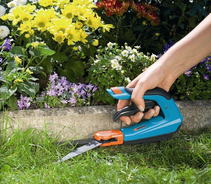 GARDENA Comfort plus fűnyíró olló, hogy a szegély mellett is pontos legyen a fűnyírás.  http://www.gardenaweben.hu/gyep-kerti-gepek/funyiro-ollo/gardena-comfort-plus-funyiro-ollo-forgathato