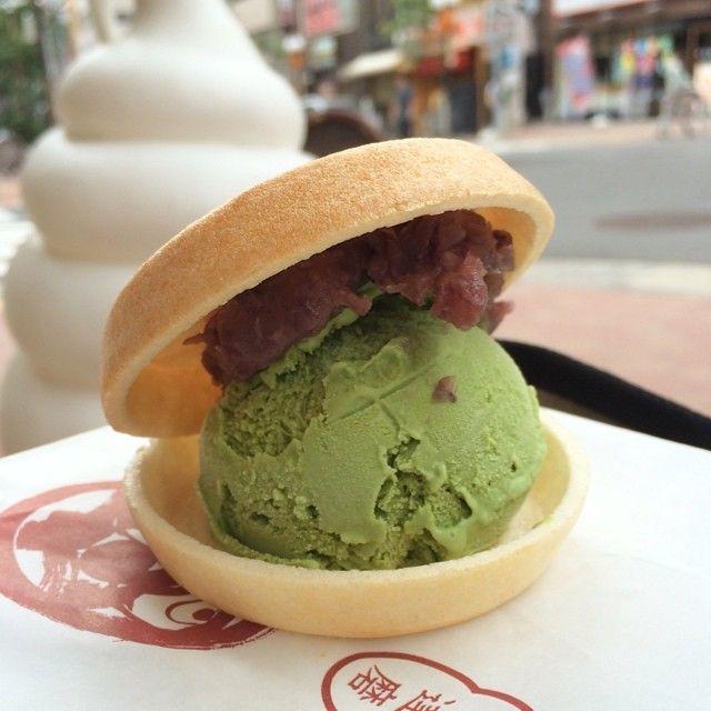 新橋の神田達磨でアイスもなかの抹茶、220円。今日は海の日なので、「アイスは一日一個まで」ルールは適用されず。鯛焼きの名店だけあってあんこが美味しい。あんこ抜きは200円だけど、頼む人いるとは思えないw