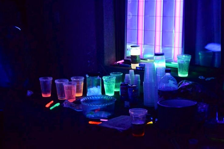 Glowing party decoration #neon | Glowing bday party!! | Pinterest