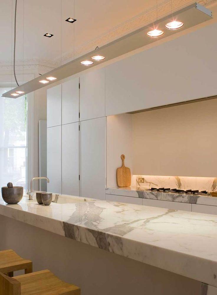 Lasciati ispirare dalla nostra selezione di immagini con piano cucina di marmo bianco. Tante idee per rendere la tua cucina perfetta e di stile.