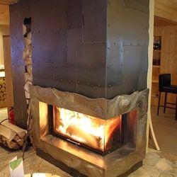 Wenn kalte Leidenschaft angenehme Wärme verströmt – schmiedeeiserner Kamin im Hotel Srdiečko