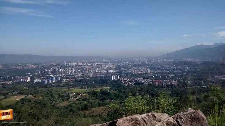#UnaFotoBUC Así se ve Bucaramanga, desde los voladeros de parapente. Gracias @Martyn_K por la foto.