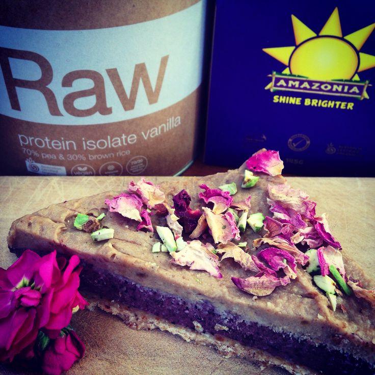 Our açai raw cake made with Amazonia açai powder & raw vanilla brown rice protein ☀️ #acai #raw #rawcake #protein #amazonia #superfoods #organic