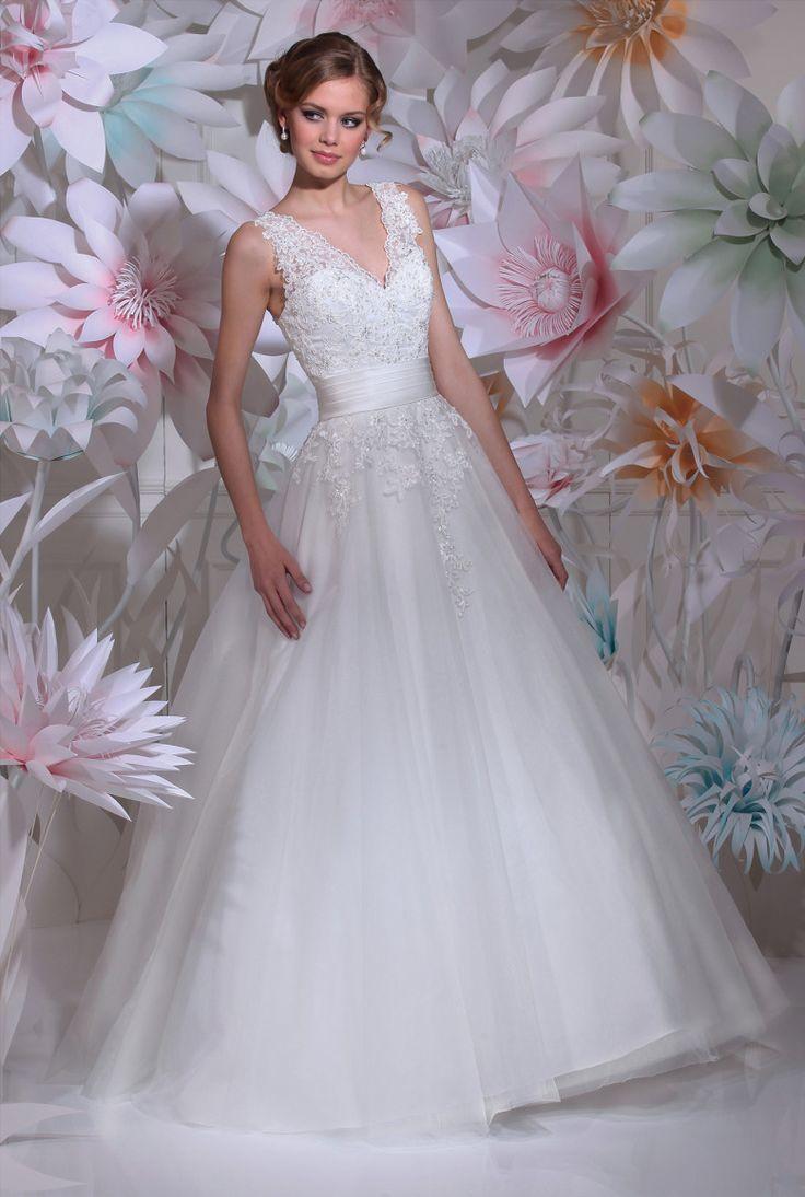 """Isabel de Mestre - New York Kollektion 2016: Brautkleid """"Villafranca"""" im Prinzessinnenstil mit Spitzenträgern."""