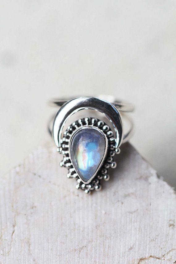Regenboog Maansteen Ring Boho Ring Crescent Moon door DonBiuSilver