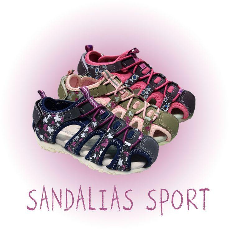 Sandalias sport para #niña con cierre trasero de velcro y piso de goma antideslizante. Moda en #calzadoinfantil