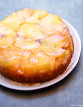 Recette Gâteau tatin aux pommes :  Préchauffez le four à th. 6/180°. Beurrez un moule à manqué de 22 cm de diamètre environ. Coupez 3 pommes en tranc...