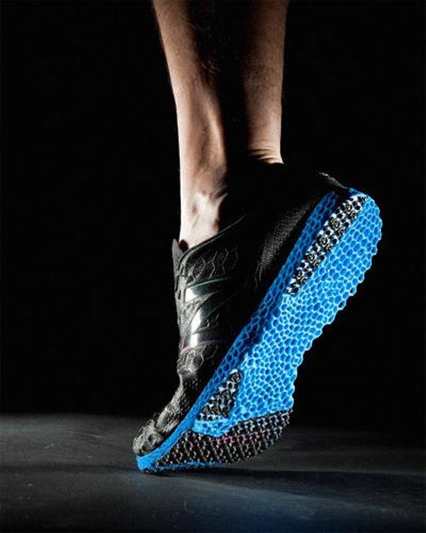 New Balance lance sa première paire de running imprimées en 3D!!! http://www.lifestyl3d.com/baskets-courent-apres-linnovation/
