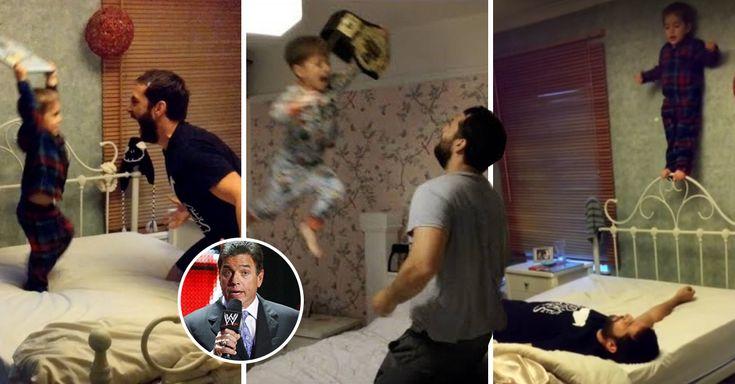Para ser un padre genial hace falta una buena dosis de diversión y creatividad, como este hombre que juega a las luchas con su hijo y le pone sonidos de la WWE