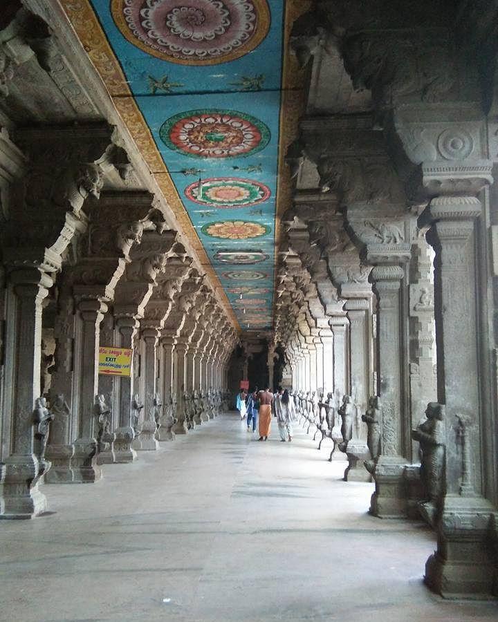 சசநதரமகவல#kanyakumari#tamilnadu#india corridors of Suchindram Temple #traveloholic#history#latergram#traveling#voyage#roadtrip#bottomofthemap#wanderer#gettingtrippy#travelbug#instabest#instamoment#instago#instapic#instaplace#instagood#ancient#architecture#indianshutterbugs#hinduism#divinity#spiritual#wisdom#worship#pray#positivevibes#selfrealization Suchindrum is situated 13 km from Kanyakumari and is an important pilgrim centre. Suchindrum known as Gnanaranya is well known for its…
