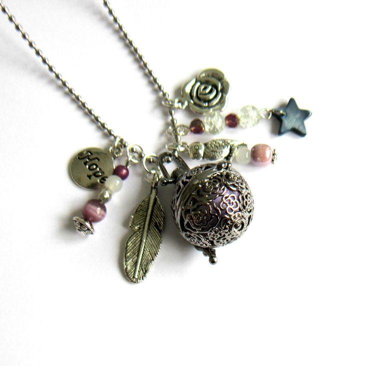 Bola de grossesse argenté et parme, cadeau femme enceinte, violet, boutons de rose, plume, chouette, chaîne à billes en acier : Collier par color-life-bijoux