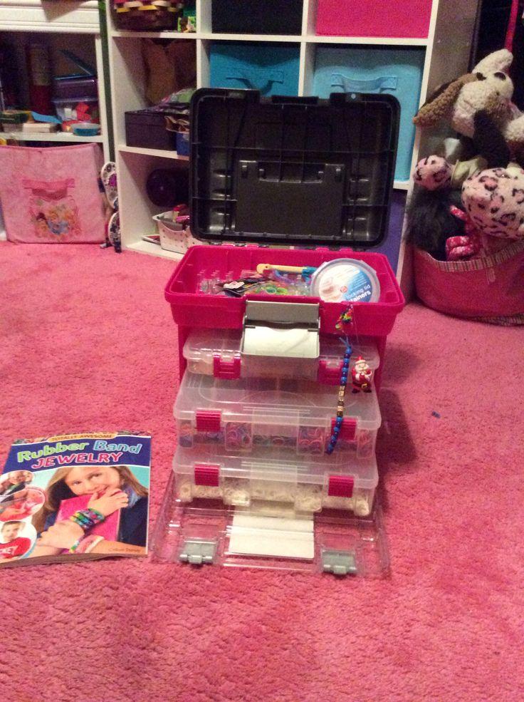 Rainbow loom organizer.. This is pretty cool! :) CV