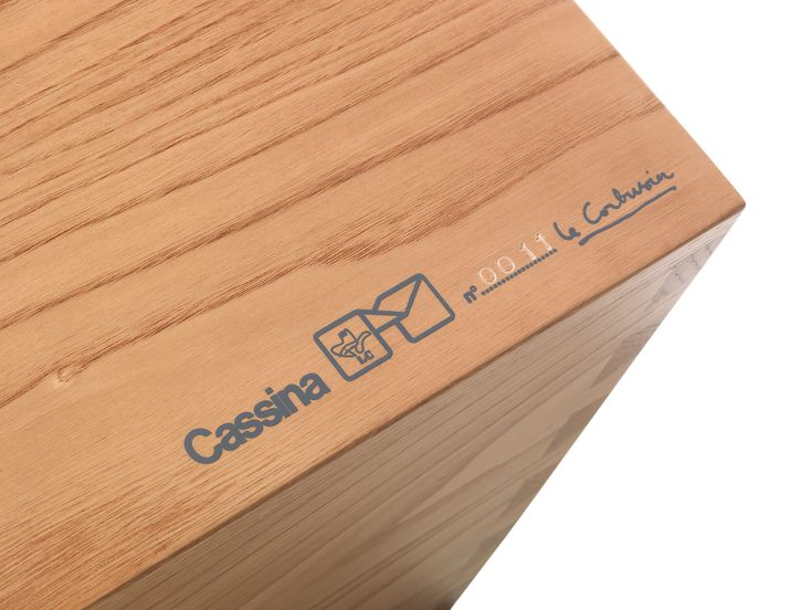 Cassina LC14 Tabouret | Featured on Sharedesign.com