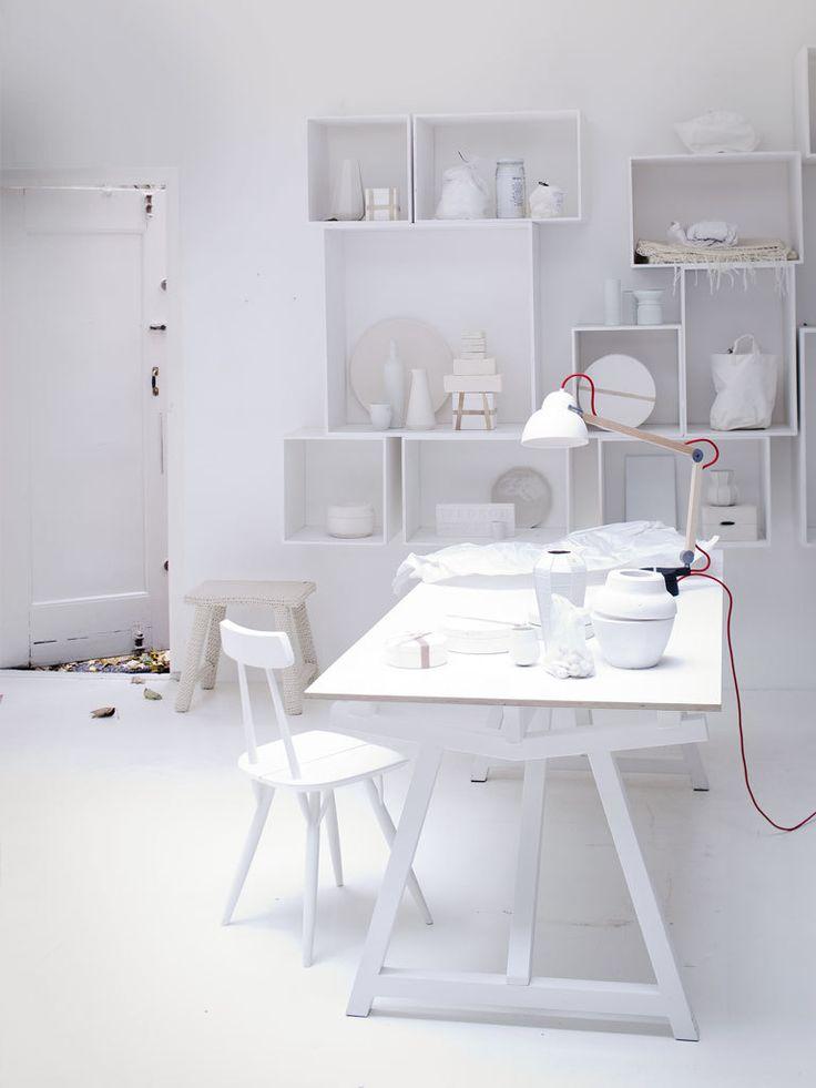 Fotografie Jeroen van der Spek Styling Cleo Scheulderman #interior #decoration #white #workspace