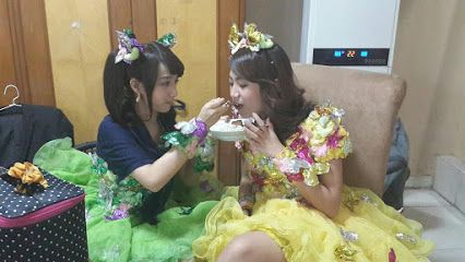 Semangat buat manggung. Tapi jangan lupa maem dulu ya.. :3 JKT48 on G+ - Komunitas - Google+