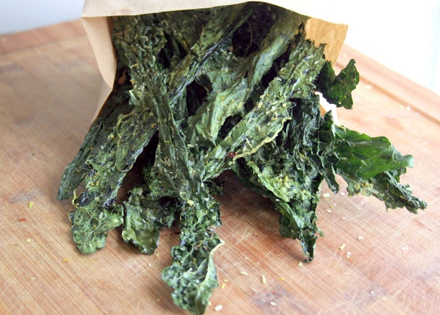 The Urban Poser:: What the KALE! (is a Kale chip?)Healthy Snacks, Kale Chips, Snacks Attack, Urban Poser, Curries Kale, Baking Kale, Gluten Free, Chips Recipe, Healthy Food