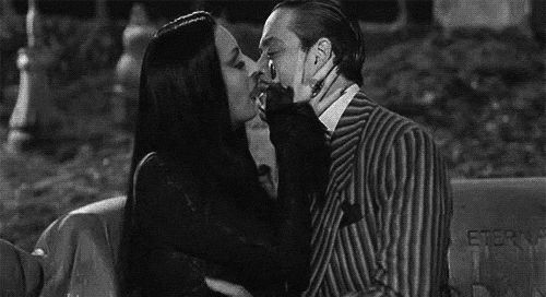the addams family raul julia anjelica huston morticia addams gomez addams