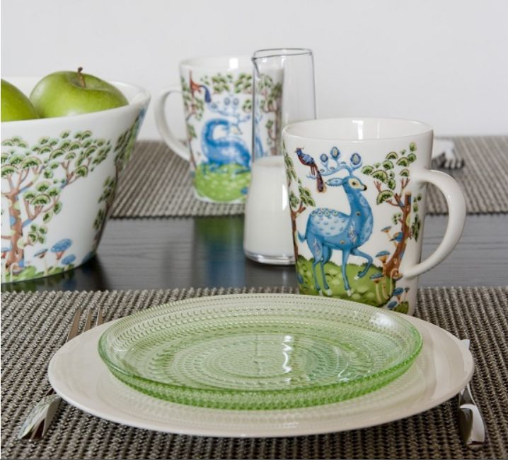 Satumetsa Fresh Deer & Foliage Design, mixed here with Kastehelmi in Green & Teema plate in white.