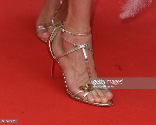 Photo d'actualité : Uma Thurman, shoe detail, attends the 70th...