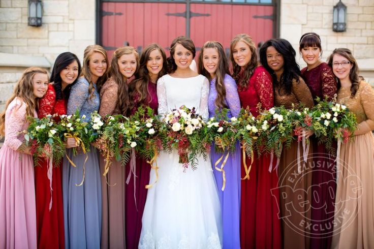 Just like most brides,Jinger (Duggar) Vuolopicked out her bridesmaids' dresses. However, she left one big decision up to her leading ladies.