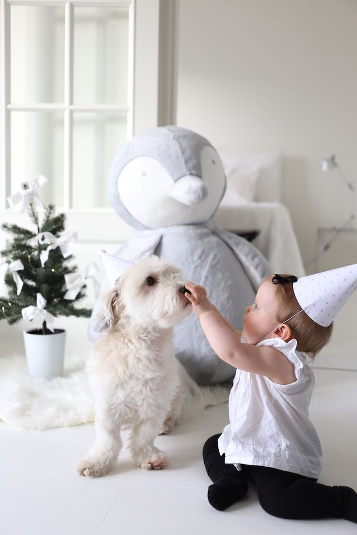 Homevialaura   Baby's first Christmas   Little Christmas tree with white linen bows   The White Company   Giant Snowy