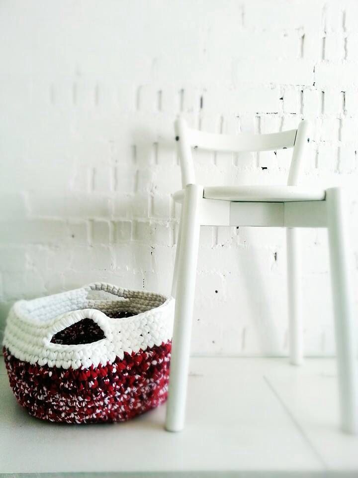 Large Crochet Basket - red dots & white trapilho