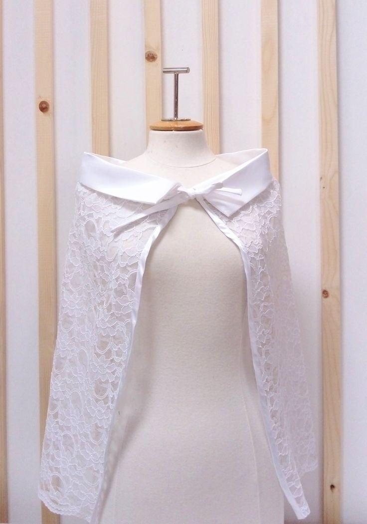 cape en dentelle , cape créme , cape blanche : Pulls, gilets par alatelier