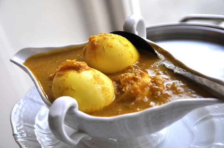 Besengek van Eieren. Een besengek is een curry saus met kokosmelk. Het is zo klaar en bevat lekker veel kruiden.