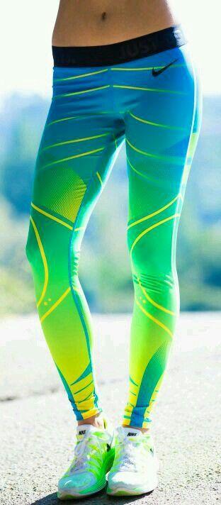 .neon nike running leggings. | #lyoness