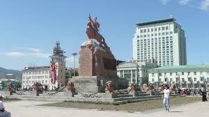 Ulán_Bator.  Ulán Bator (en mongol: Улаанбаатар [Ulaanbaatar] ) es la capital y ciudad más poblada de Mongolia.