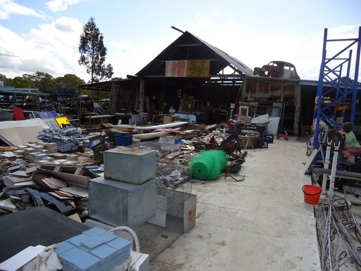 And you thought you had some junk….. This place really takes the prize. Set on aceragein the HawkesburyThe Junkyard is a fossikers ideal day out. There is junk for as far as the eye can see…