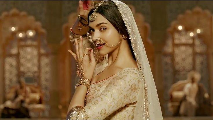 Mohe Rang Do Laal   Bajirao Mastani  Deepika Padukone Dance pose