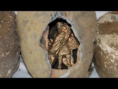 Define Altın detector dedektör ile buldukları Altın Heykel Göz dolduruyor