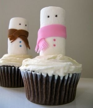 Love this simple snowman cupcake idea.