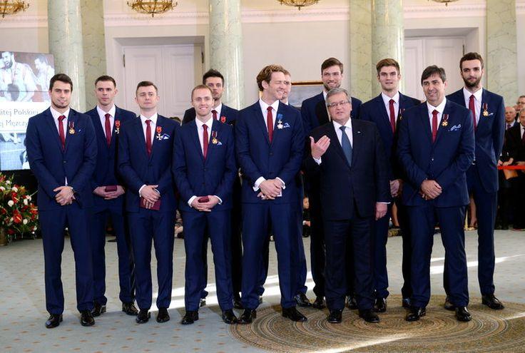 Prezydent Bronisław Komorowski odznaczył mistrzów świata w siatkówce