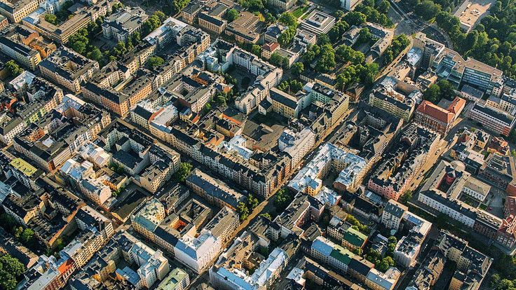 8/10. Miltä Helsinki näyttää ilmasta kuvattuna paahteessa ja pyryssä.