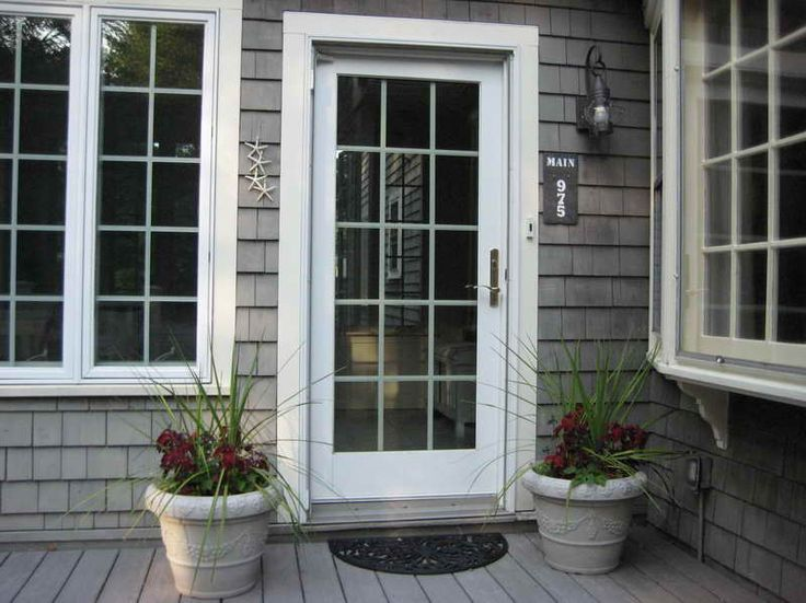 Pictures Of Gray Houses With Colored Doors | ... Style Of The Front Door