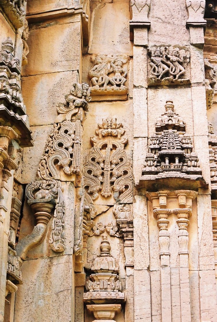 Wall-relief in projections and recesses: Kirtimukha, Pilasters and Dravida-style Miniature Towers (Aedicule) at the Dodda Basappa Temple in Dambal, Gadag district, Karnataka, India