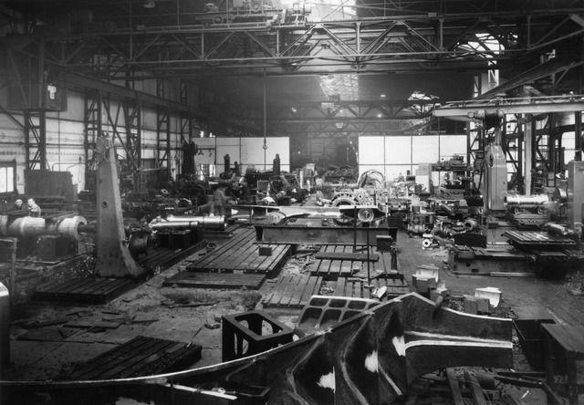 1958. Interieur van de fabriek van de N.V. Nederlandse Staalfabrieken DEMKA voorheen J.M. de Muinck Keizer (Havenweg 7) te Utrecht: de machinewerkplaats, waar gietstalen stukken machinaal worden bewerkt.