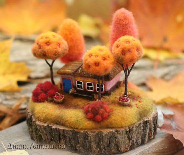 Люблю я жёлтую природу,Люблю морозы в октябре.И никогда я не забуду Тот запах яблок во дворе.В деревне осень это чудоКругом как-будто всё горит,Но тонкий лёд покроет лужи,А свежий воздух опъянит...........(автор стихотворения Александра Кузнецова) Работа выполнена из шерсти в технике сухого валяния, с элементами из полимерной глины.Подставка-деревянный спил (дуб).