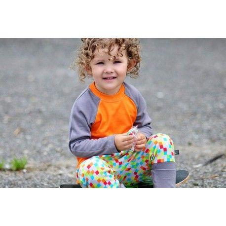 Spodnie haremki w kolorowe piksele na srebrnym tle, z szarym ściągaczem.  100% bawełna organiczna z certyfikatem GOTS.